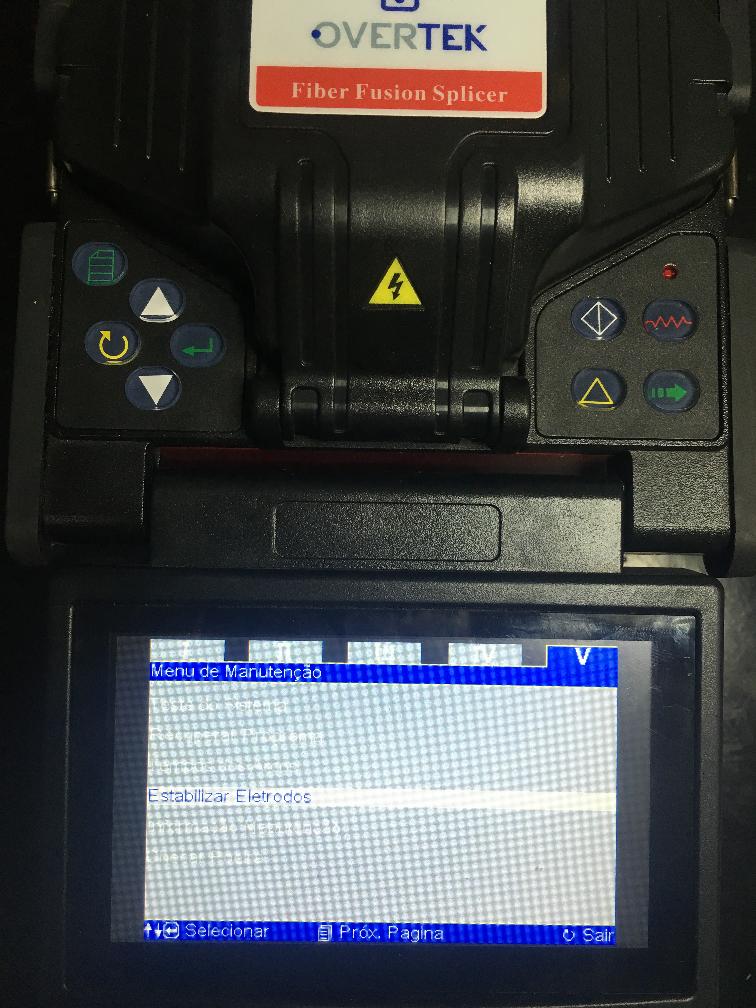 Imagem mostrando no LCD da máquina de fusão a opção Estabilizar Eletrodos.