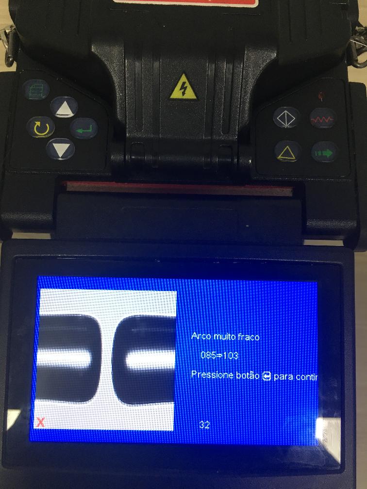 Imagem mostrando no LCD da máquina de fusão a mensagem de Arco Fraco